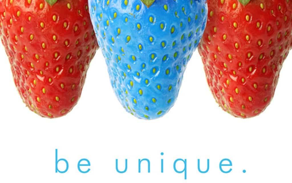 image de 3 fraises dont 1 bleue pour illustrer la différenciation possible avec une bonne stratégie de marque employeur